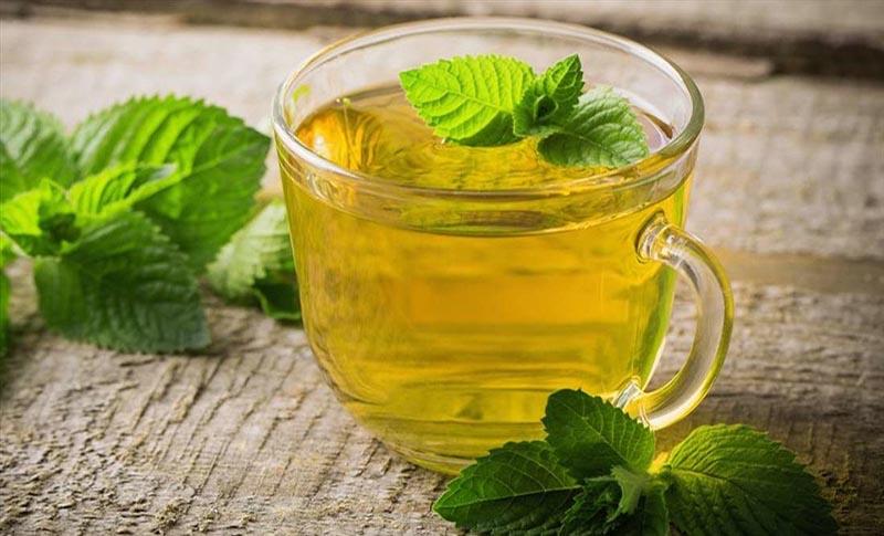 Trà bạc hà giúp giảm đau buốt và cải thiện mùi hôi ở miệng